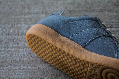 maison-martin-margiela-2013-fall-winter-grey-reflective-replica-sneaker-3